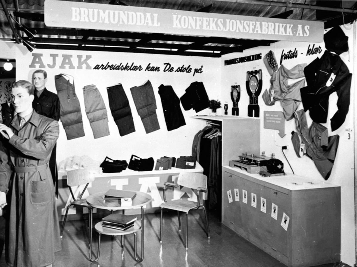 Brumunddal konfeksjonsfabrikk, A/S Ajak fabrikker, messe, utstilling av klær, arbeidsklær, fritidsklær.