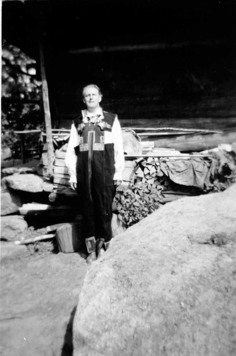 Alf Prøysen i Setesdalbunad, Setesdal.