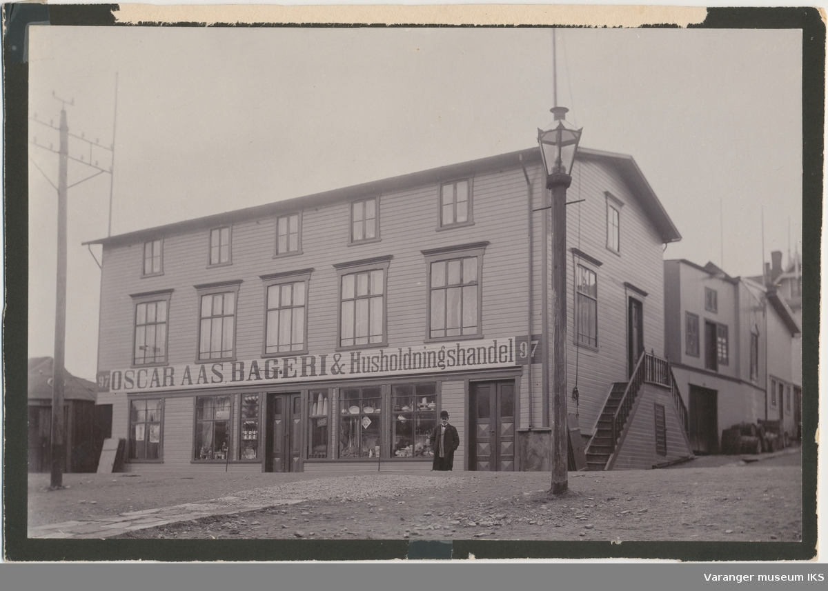 Oscar Aas´ Bageri & Husholdningshandel, ca. 1900