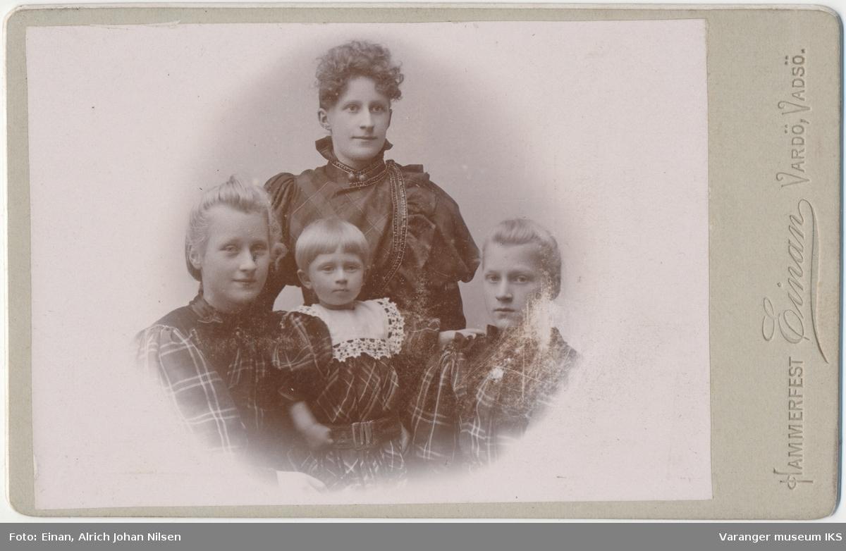 Gruppeportrett, fire jenter