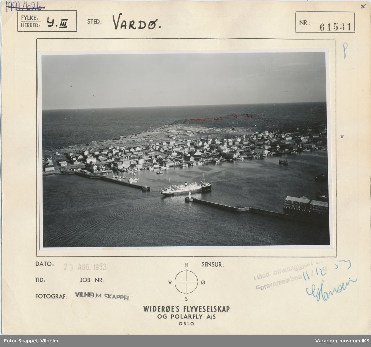 Flyfoto av Vestervågen og havna, sett mot øst