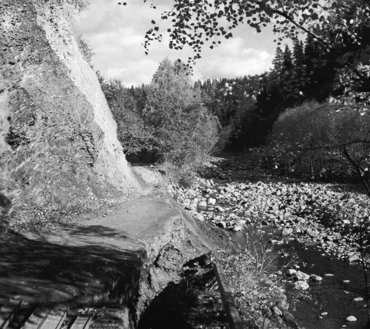 Bjørgedalen i Furnes. Flagstadelva. 01. 10. 1939.