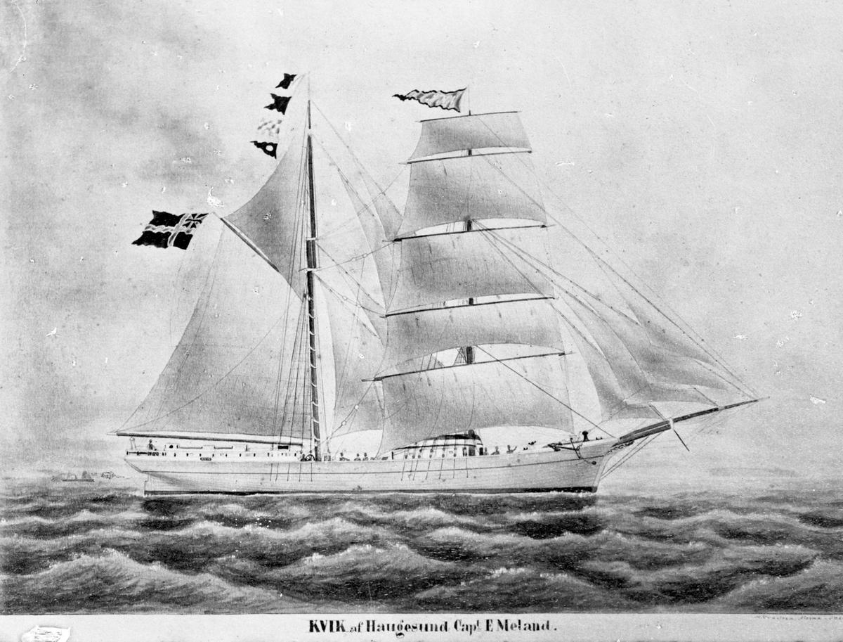 """Avfotografert maleri av skonnertskipet """"Kvik"""" for fulle seil, med mindre båt og en øy i bakgrunnen."""