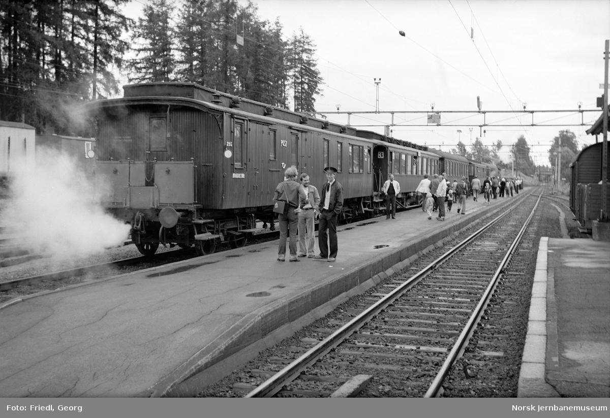 Vikersund stasjon med veterantog til Krøderen