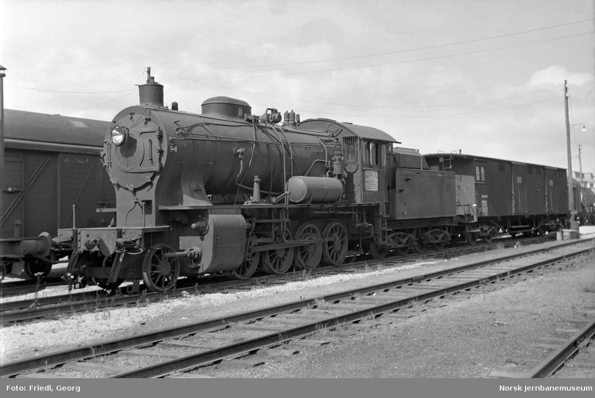 Damplokomotiv type 33a nr. 300 like før opphugging