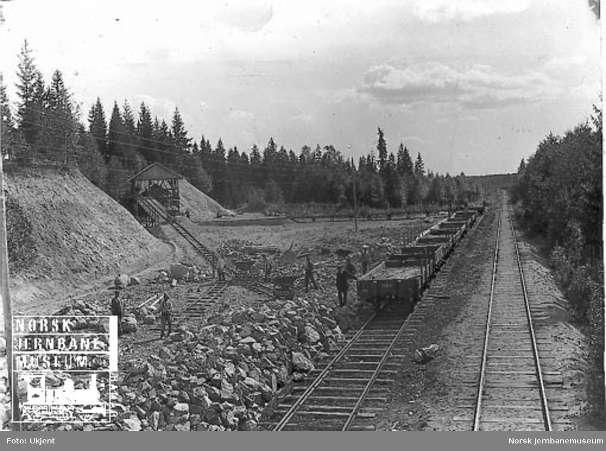 Pukkanlegget ved Ås stasjon med trallespor og jernbanens sidespor