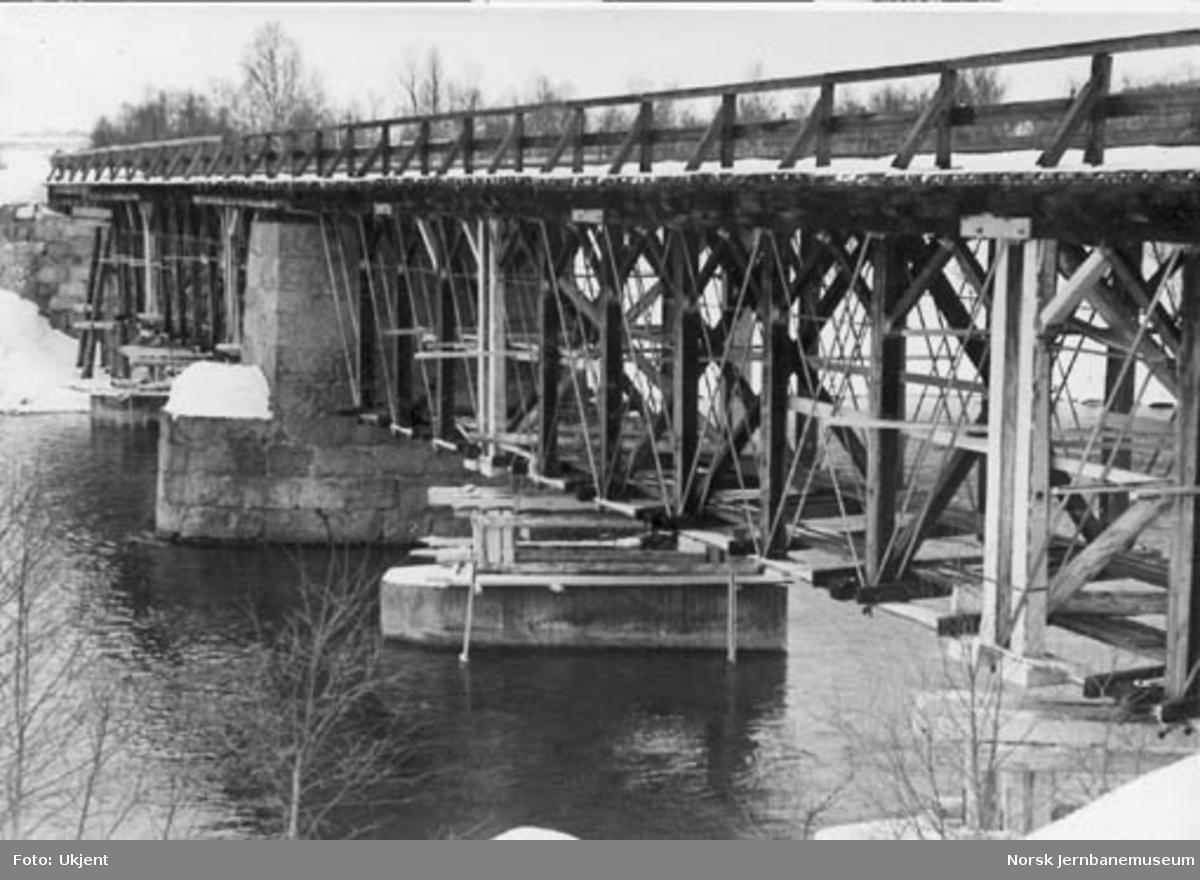 """Forsterkningsarbeider på bru over Glomma ved Glåmos (""""Nowy Brücke"""")"""