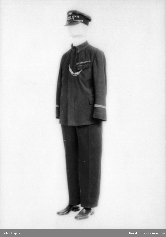 """Foto av uniform til tolk : """"Interpreter, Norwegian State Railways"""""""