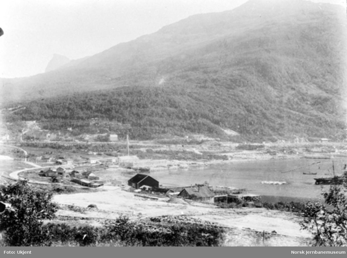 Oversiktsbilde fra Narvik med havneområdet rett etter at anleggsarbeidet er kommet i gang