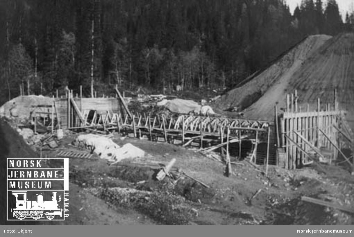 Kulvert for Leirbekken, pel 2570, ca 26 km sør for Mosjøen
