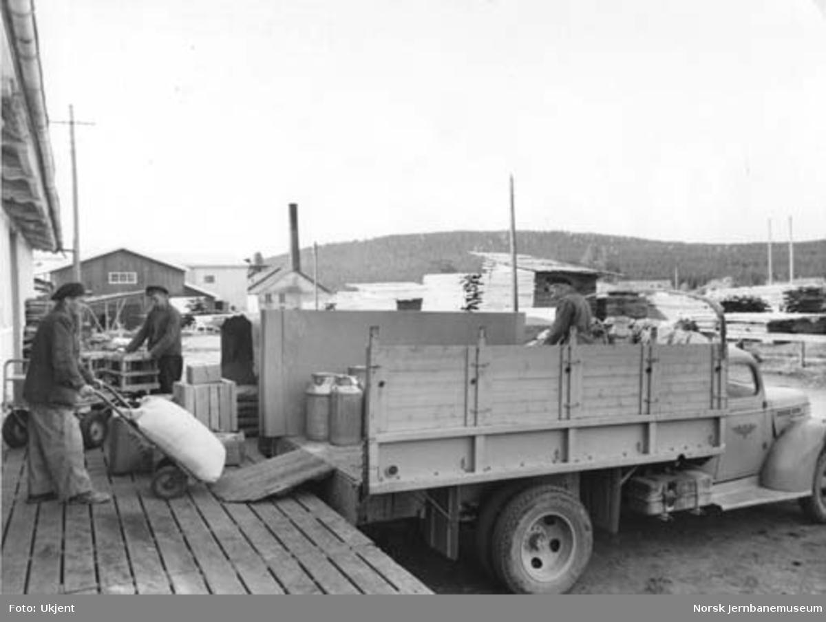 Godskjøring med NSB Odal-Eidsvollruten lastebil D-12815