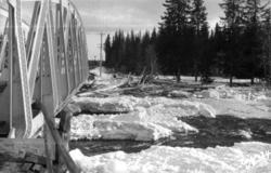 Isgang i Hovda elv, jernbanebrua
