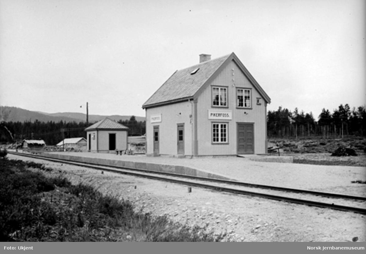Pikerfoss holdeplass : ekspedisjonsbygningen