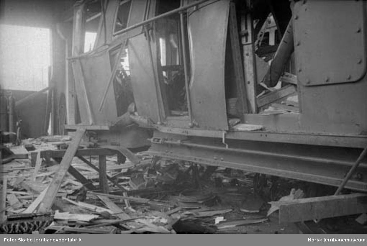 Thamshavnbanens lokomotiv nr. 8 sprengt på Skabo; også skadede sporvogner