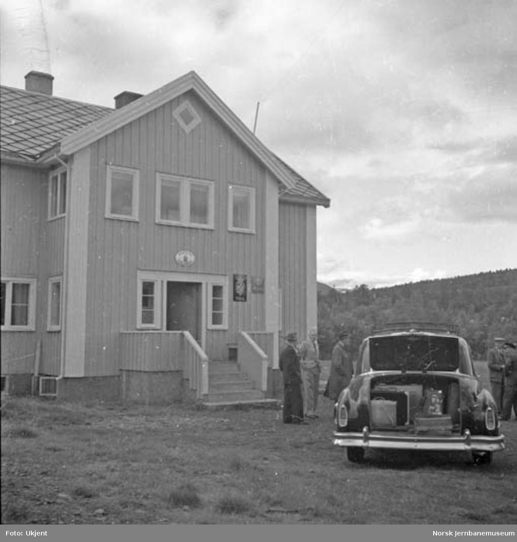 Graddis fjellstue med personbil W-3729