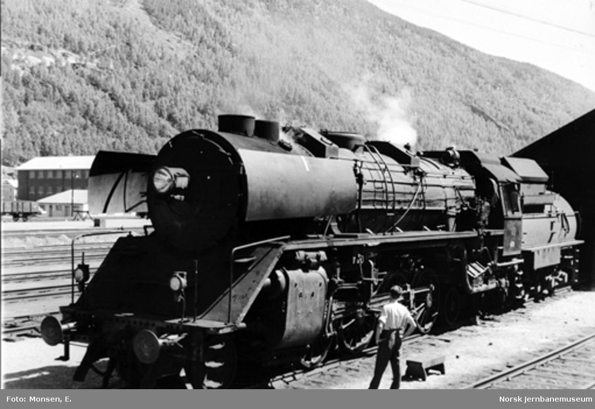 Damplokomotiv type 49c nr. 470 på Otta stasjon