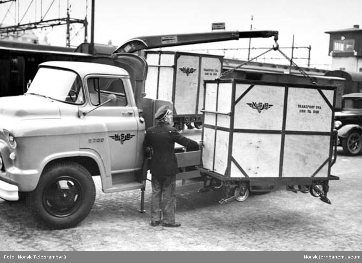 Transport av NSB Transportbeholder på lastebil fra NSB
