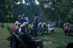 Serie fotografier fra en pensjonistutflukt, Den Norske Husfl