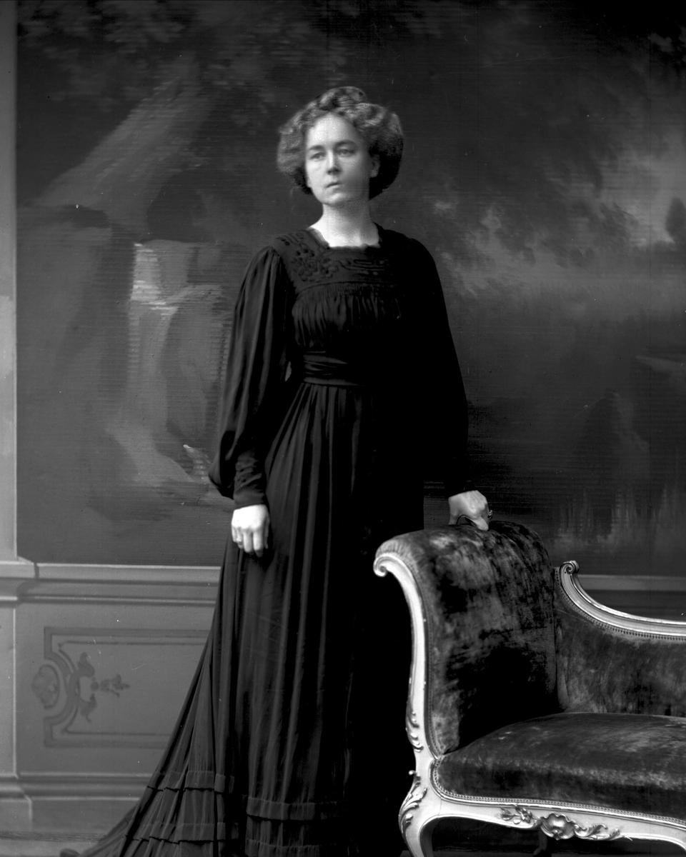 Portrett, fru Gram Barth.