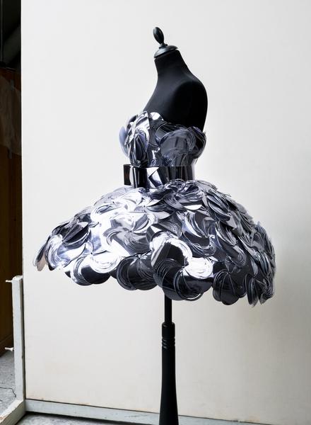 Klänning av Bea Szenfeld inv nr 0331128a c gjord av runda
