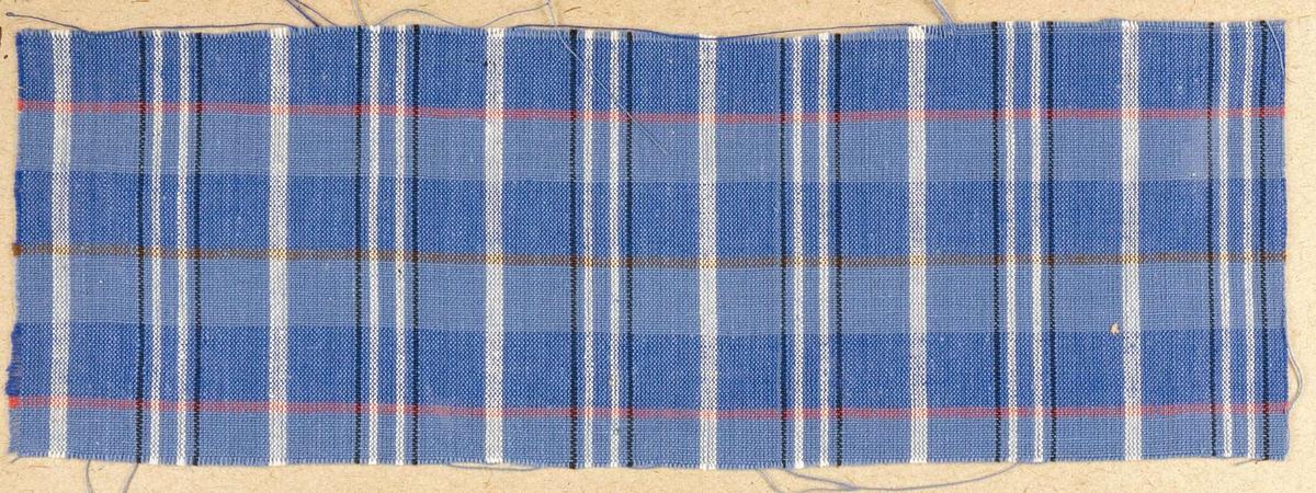 """Vävprov ämnat för klänningstyg vävt med bomullsgarn i tuskaft, blå, vit-, röd- och svartrutigt. Provet har nummer """"B-439""""."""