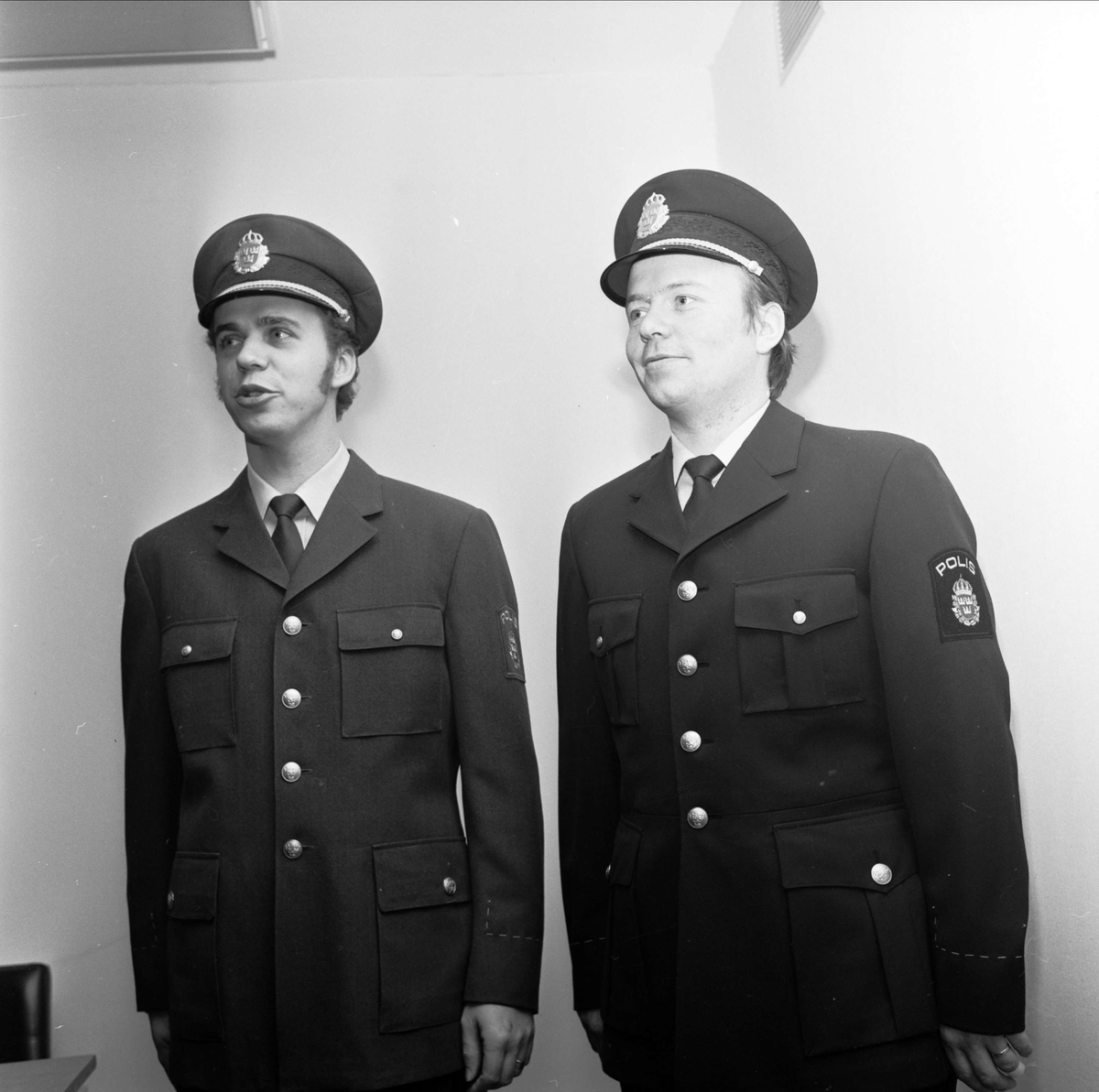 Tierpspolisen provade nya uniformer, Tierp, Uppland december 1972