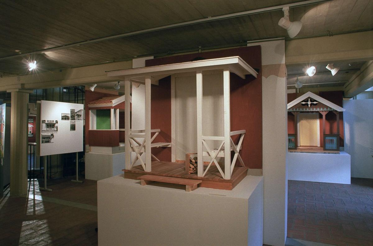 """Utställningen """"Förstukvistar och verandor"""" på Upplandsmuseet, Uppsala 1993"""