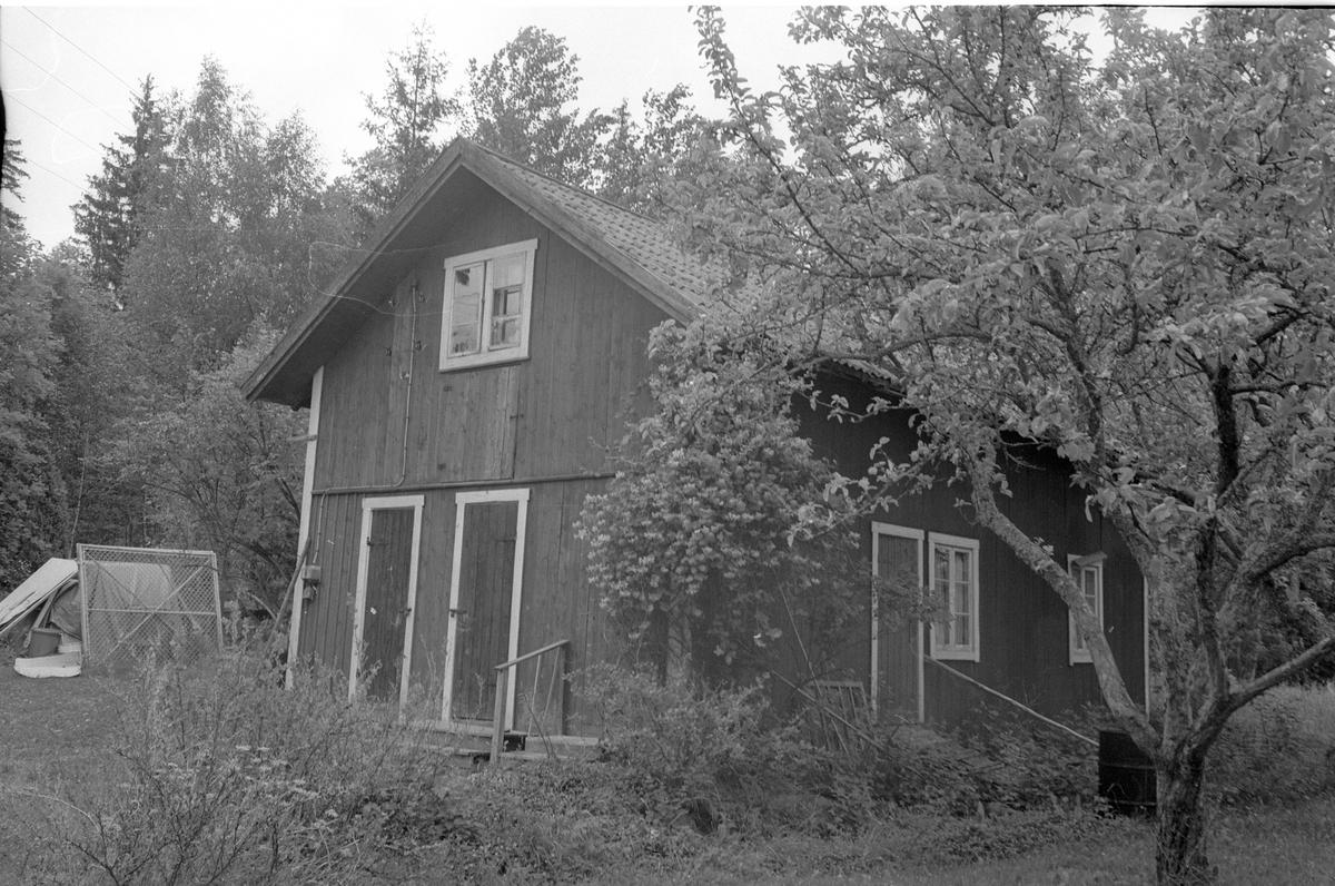 Brygghus och bodar, Vilan, Ekeby 2:2, Lena socken, Uppland 1977