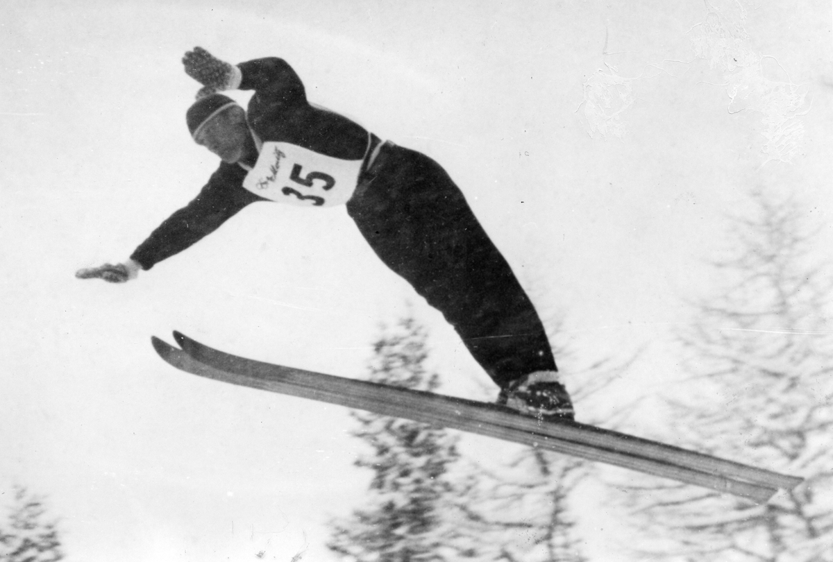 Petter Hugsted jumps 70 meters in the second run in St. Moritz.