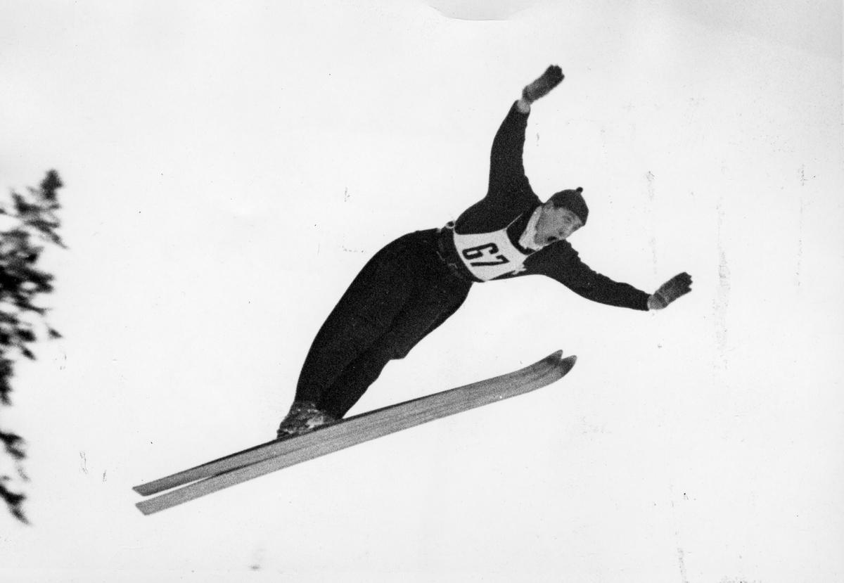 Kongsberg athlete Gunnar Mikkelsen at the Junior National Championship at Steinkjer 1949.