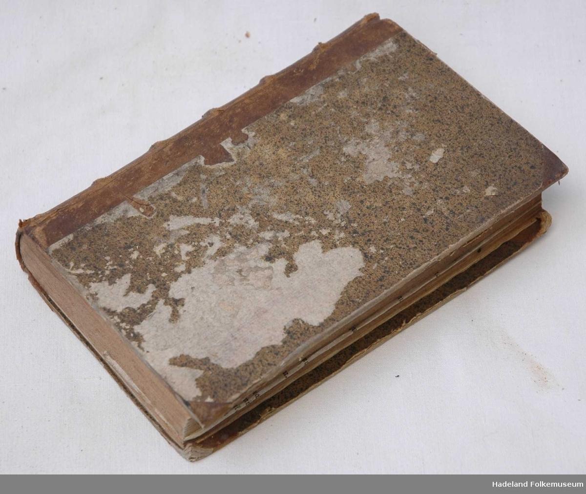 Preget skinnrygg, kartong-permer  (i bind I m/ kart, bind II m/ ill)