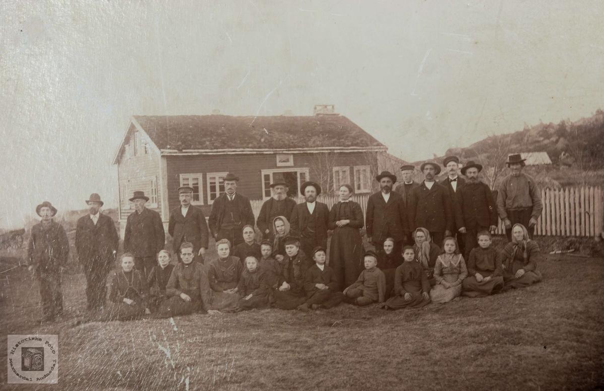 Bygdefolk fra vestheia i Konsmo.
