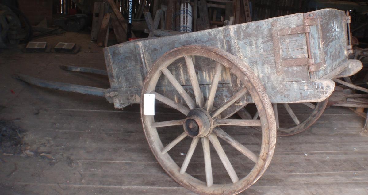 a, Hestekjerre m. b, hjul