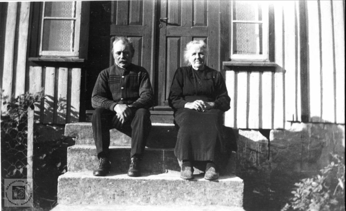 Portrett av Oline og Søren Strisland, Bjelland.
