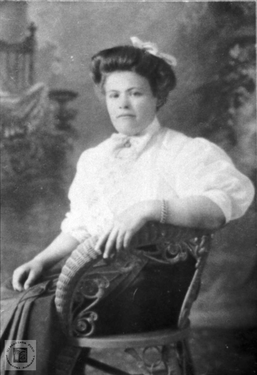 Portrett av Ellen Røynesdal, Bjelland.