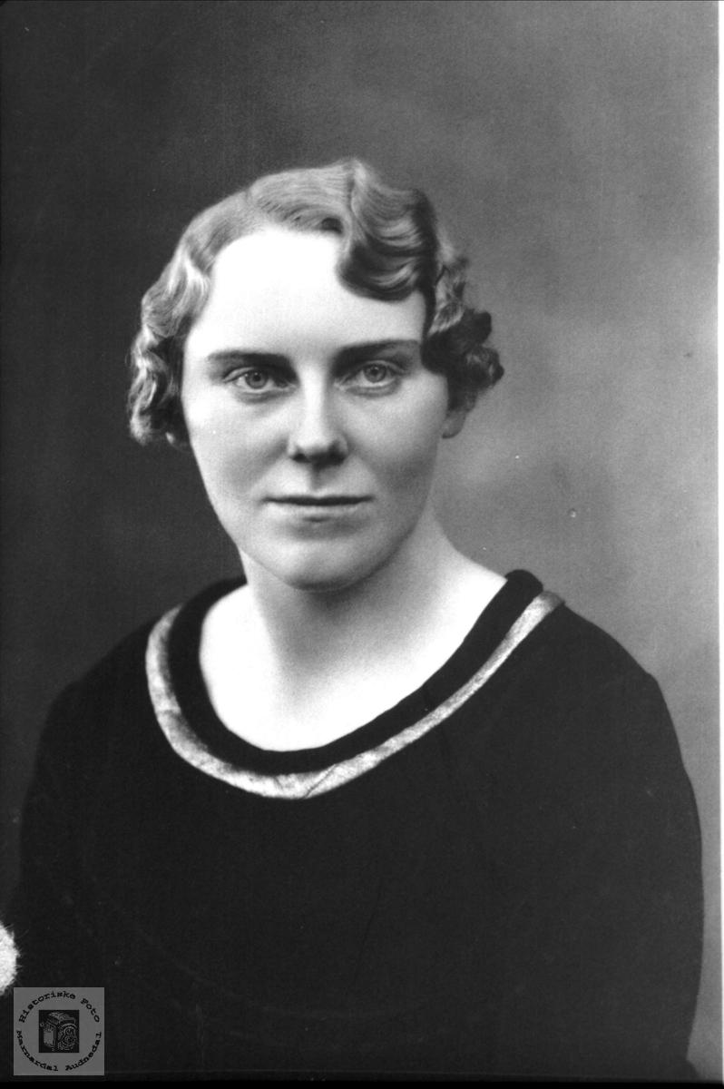 Portrett av Astrid A. Skuland, Laudal.