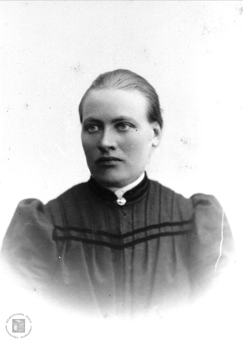 Portrett av Karen Bruskeland, Laudal.