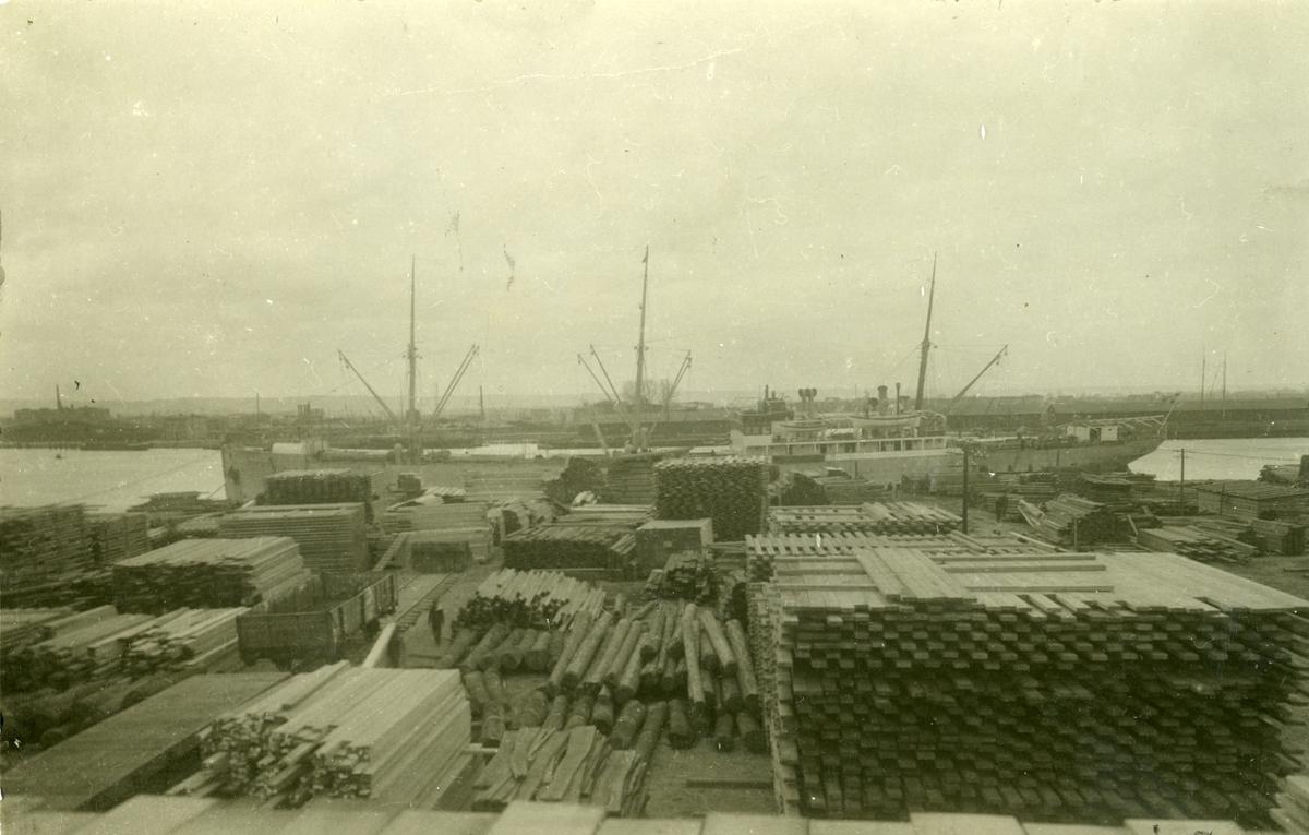 Lasting og lossing av tre og tømmer, M/S Cometa i Danzig i 1923.