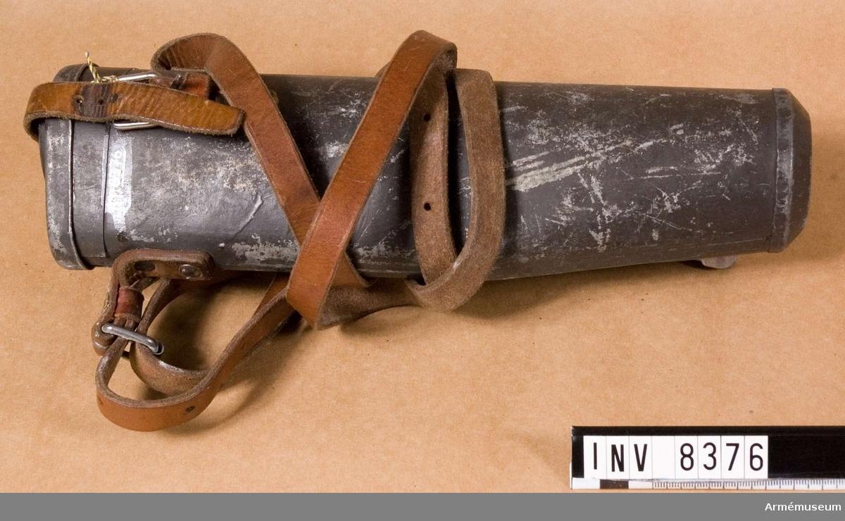 Samhörande nr är 8375-8376. Kikarsiktefodral för kikarsikte m/1941 passar till gevär m/1896 AM 6933.