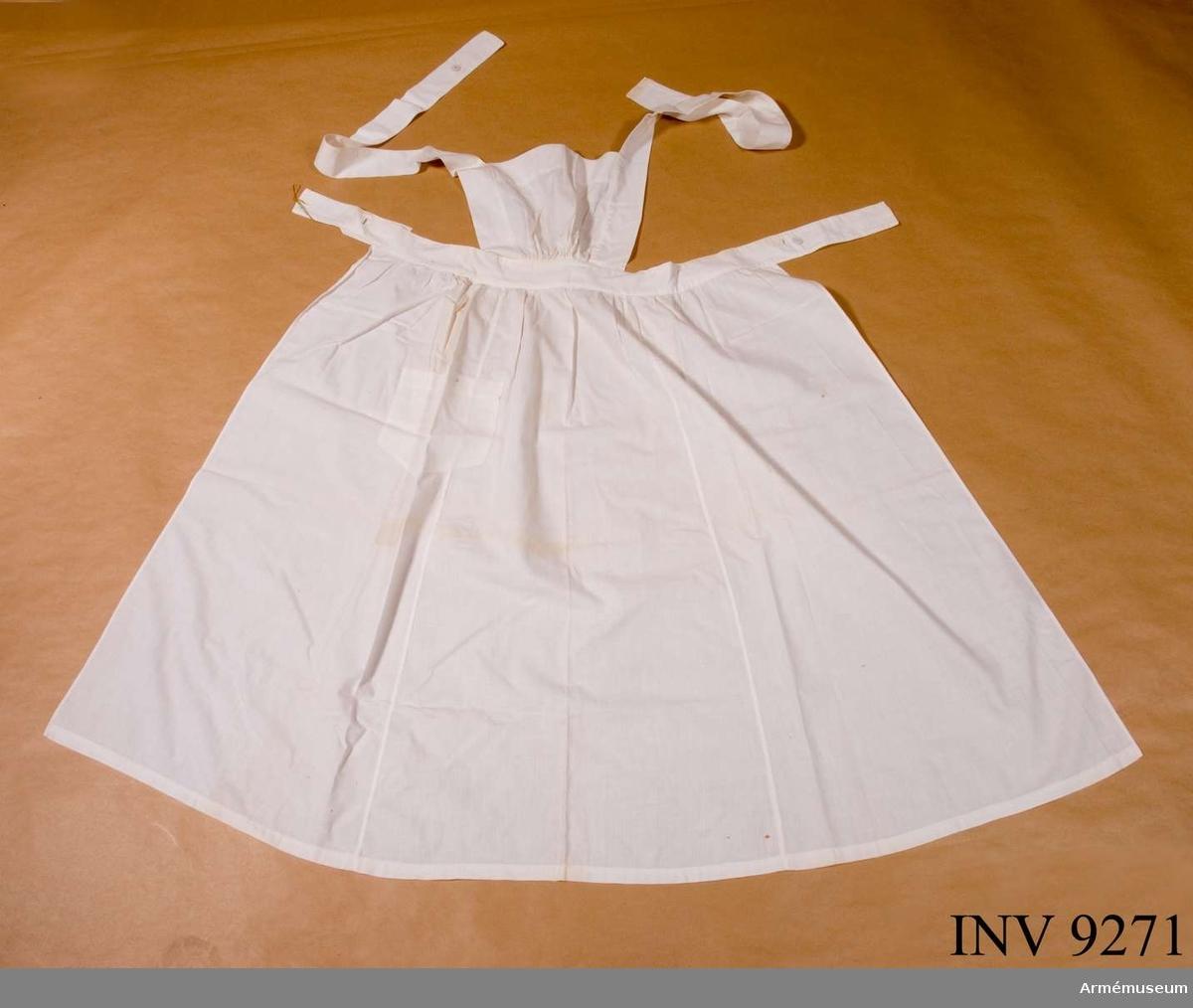 Ett vitt bomullsförkläde med bröstlapp.