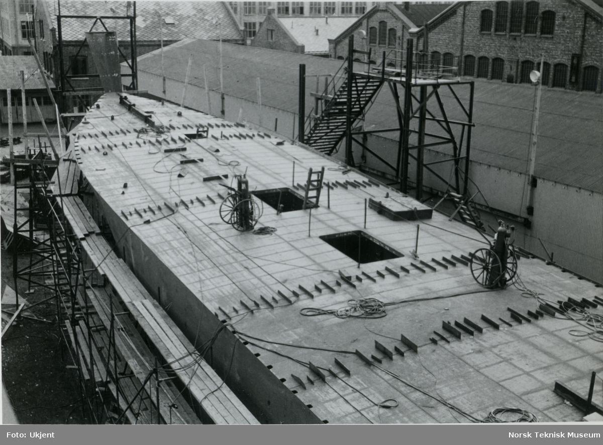 Hekktråleren M/S Lofottrål I, B/N 545 under bygging på TMV 29. april 1963. Skipet ble levert av Trondhjems Mek. Verksted og Akers Mek. Verksted 12. oktober 1963 til Lofoten Trålerrederi.