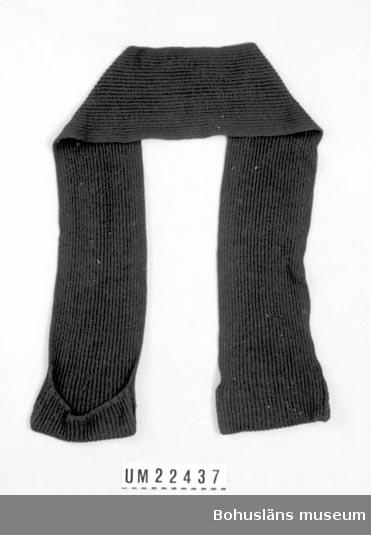594 Landskap BOHUSLÄN  Mörkblå halsduk med ett fack i varje ända.  UMFF 114:11