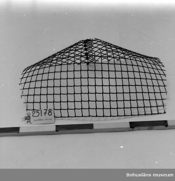 594 Landskap BOHUSLÄN 503 Kön MAN  Grönt nät. Format till en tratt. Oanvänd. Se burar UM25164 - UM25168. Inventerat 1996-11-18 GH.