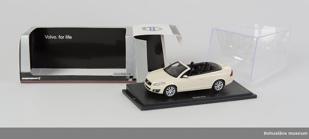 Föremål från bilfabriken Pininfarina / Volvo i Uddevalla. Modell som tillverkats i Uddevallafabriken.