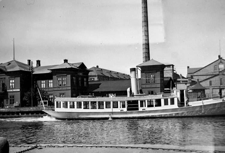 """Enligt text på fotot: """"s/s """"Sunningen"""" vid Skeppsbron Uddevalla 1936""""."""