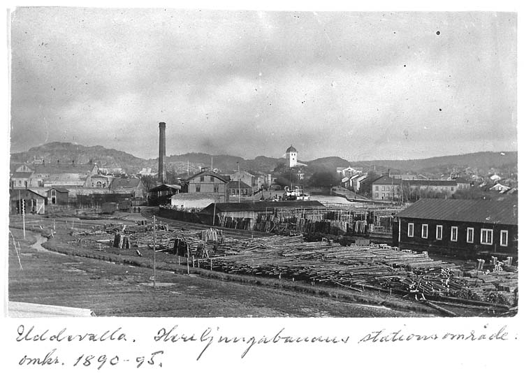 """""""Uddevalla. Herrljungabanans stationsområde omkr. 1890-95"""""""