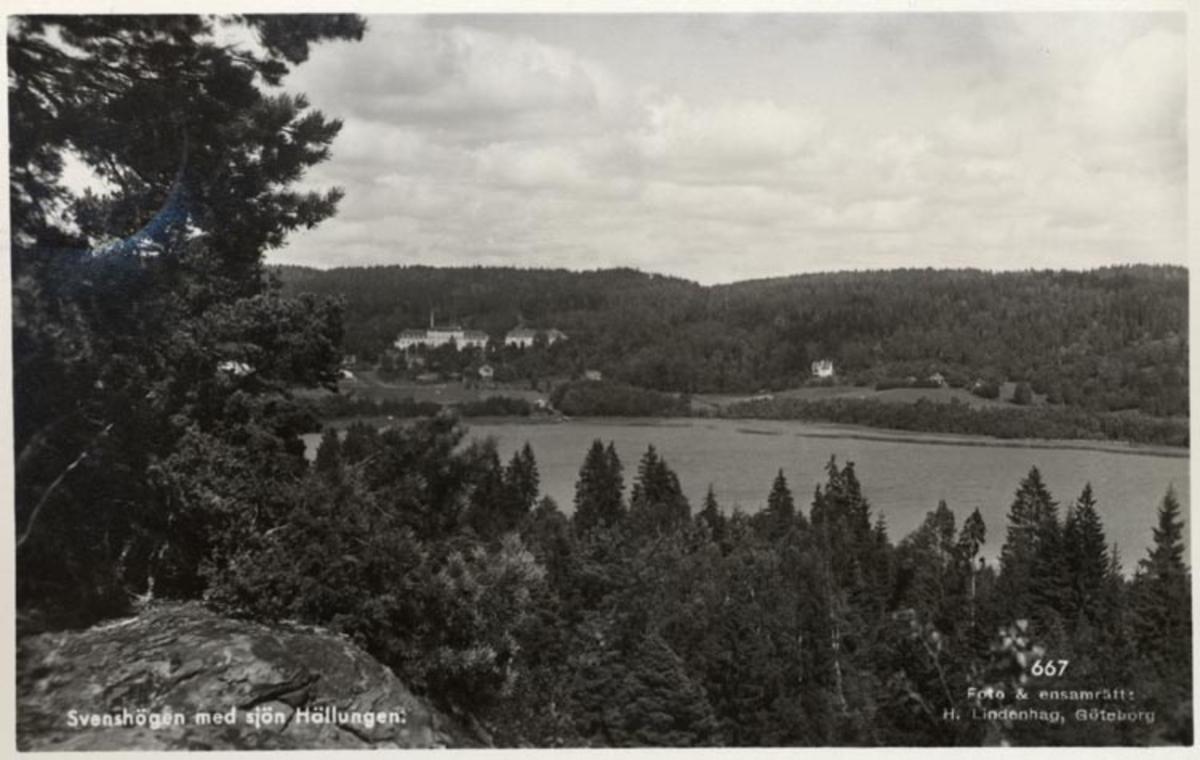 """Tryckt på kortet: """"Svenshögen med sjön Hällungen."""""""