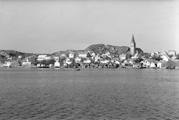 """Enligt AB Flygtrafik Bengtsfors: """"Fjällbacka fr. badhuset Bohuslän""""."""