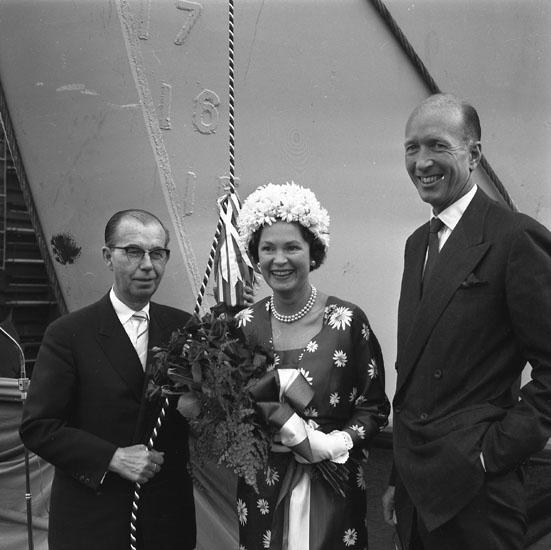 Dop och sjösättning av fartyg 185 M/T Overseas Ambassador. Fartygets gudmor.