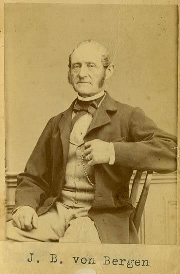"""Text på kortets baksida: """"Johan Benjamin von Bergen, repslageriföreståndare""""."""